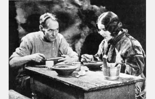 Elokuvan neljästä päänäyttelijästä Bernhard Goetzke oli saksalainen, Elisabeth Frisk ruotsalainen.