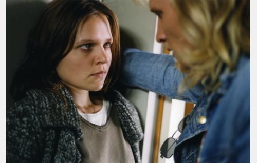 Anni (Sanna Hietala) ja hänen ex-miehensä Teppo (Tuukka Huttunen). Kuva: Sanna Vanninen.