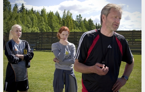 Carita (Laura Malmivaara), Anna(Minna Haapkylä) ja Lauri (Taneli Mäkelä).