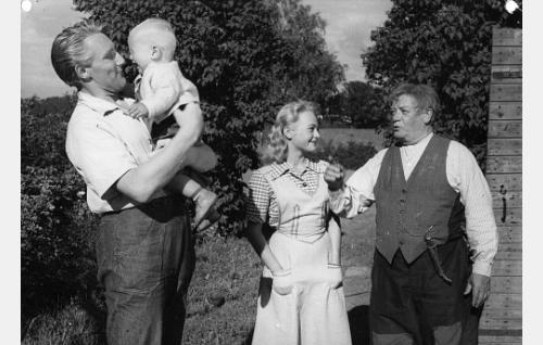 Åke Lindman, Anneli Sauli ja Aku Korhonen.