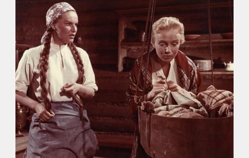 Anja (Assi Nortia) ja Marja (Elina Pohjanpää).