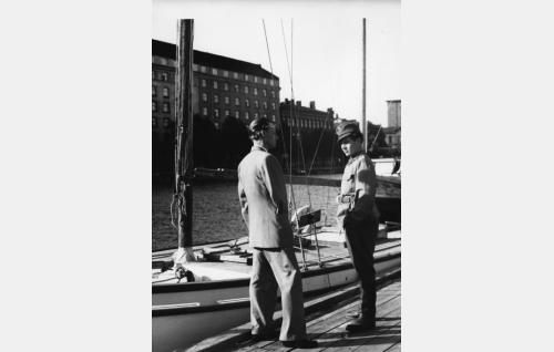 Jaska (Sakari Vaara) ja Olavi (Toivo Reinikka).