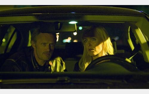 Timo (Antti Virmavirta) ja Tiina (Mari Perankoski).