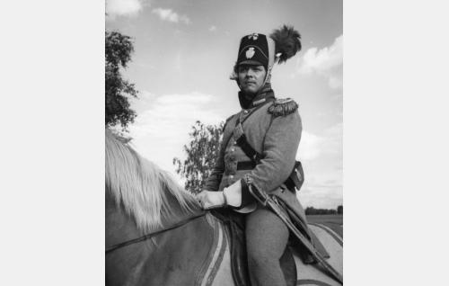 Kapteeni Duncker (Kauko Helovirta).