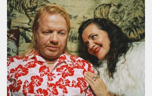 Pera Järvelä (Heikki Silvennoinen) ja Maija Karvinen (Riitta Havukainen).