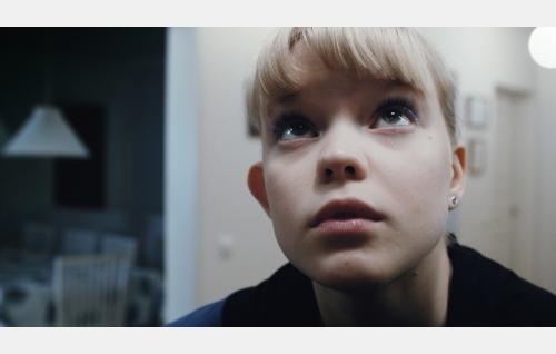 Noora (Rosa Salomaa). Kuva: Johanna Onnismaa.