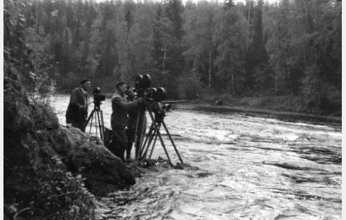 Kuvausta kolmella kameralla Kuusamossa. Ohjaaja Ptuško äärimmäisenä vasemmalla.