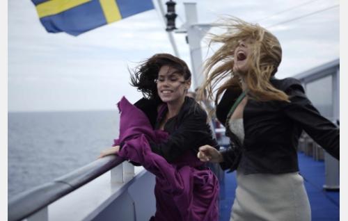 Risteilyllä. Sara Melleri ja Ada Kukkonen. Kuva: Solar Films / Jani Häkli.