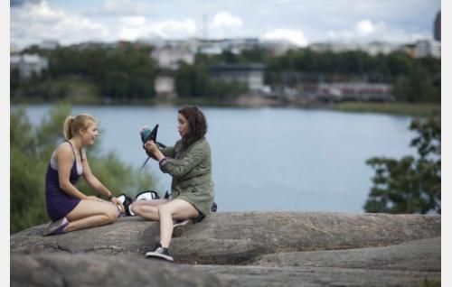 Ada Kukkonen ja Sara Melleri. Kuva: Solar Films / Jani Häkli.