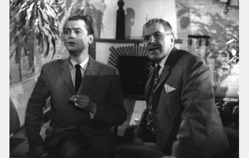 Otto (Jussi Jurkka) ja Amerikan-eno, William Makinen (Edvin Laine).