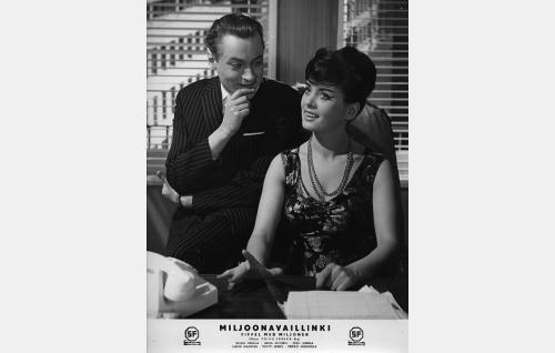 Imupainepuristin Oy:n johtaja Vilhelm (Jussi Jurkka) ja hänen rakastajattarensa Vanda (Liana Kaarina).