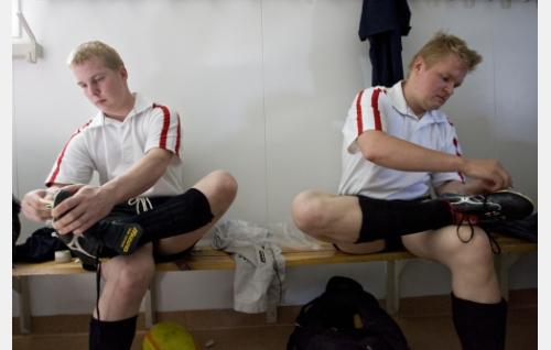 Matti Keränen ja Mikko Koljonen valmistautuvat otteluun. Kuva: Pekka Falli.