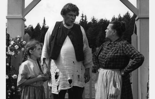 Riitta Pakarinen, Leo Lastumäki ja Siiri Angerkoski.
