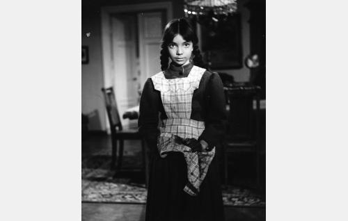 Iris Klewe (Nora Haque), pikku suorasuu.