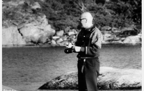 Presidentti Urho Kaleva Kekkonen kalastaa Turun jaksossa.