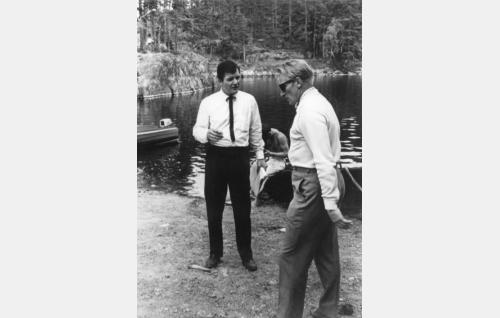 Richard Long ja Åke Lindman kuvauspaikkoja valitsemassa Ahvenistolla.