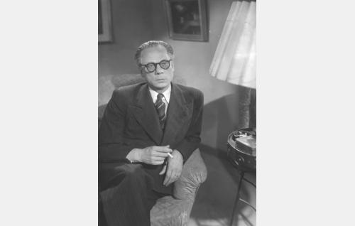 Tohtori Albert Varjo (Sasu Haapanen).