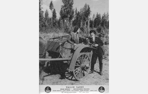 Santra (Rauha Rentola) ja postinkuljettaja Alatalon Matti (Aarne Laine).