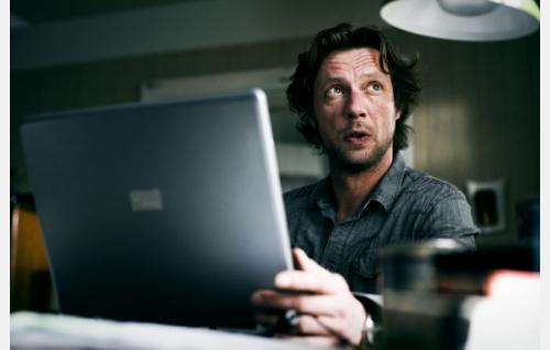 Yksityisetsivä Jussi Vares (Antti Reini). Kuva: Solar Films Inc. Oy / Jan Granström.