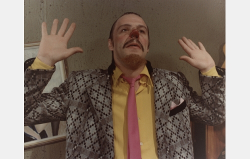 Gangsteri Luigi alias Rauno Riipainen, Interpolin mies (Vesku Loiri)