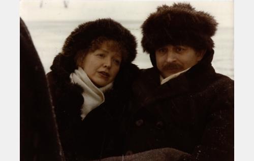 Runoilijat L.Onerva (Elina Salo) ja Eino Leino (Esko Salminen). Kuva: Jussi Aalto.