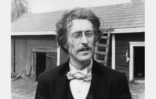 Kirjailija Jalmari Finne (Esa Pakarinen Jr.)