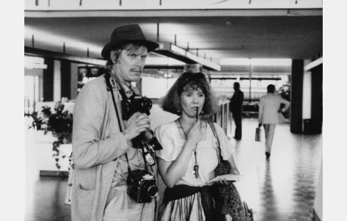 Reiska, valokuvaaja (Paavo Piskonen) ja toimittaja Liisa Lehto (Tuija Ahvonen).