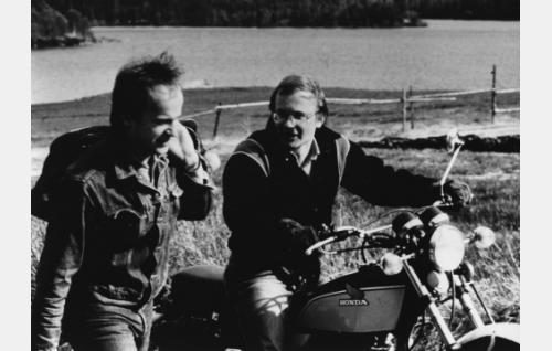 Petteri (Kai Honkanen) ja Mikko (Markku Toikka).
