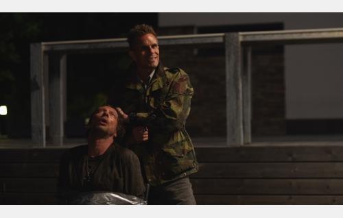Vares (Antti Reini) ja Tristan (Taisto Oksanen). Kuva: Solar Films Inc. Oy.