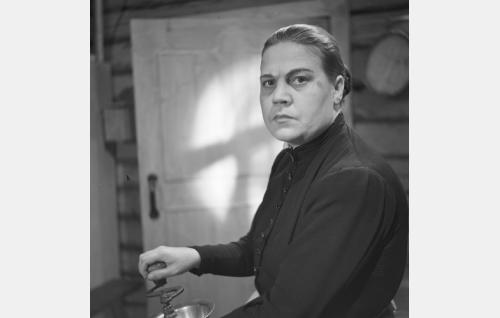 Annin äiti (Siiri Angerkoski).