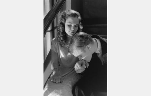 Betsy Wicander (Silva Lillrank)m ja Erik Lindberg (Carl-Gustaf Wentzel).