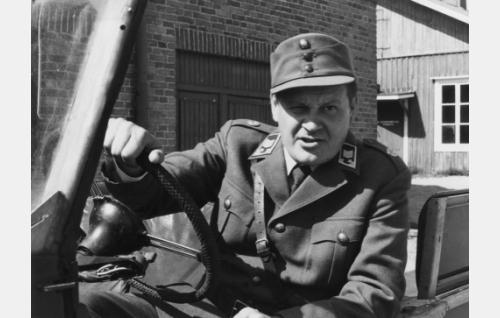 Vääpeli Körmy (Heikki Kinnunen).