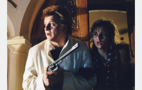 """Pena"" (Timo Torikka) varautuu kohtaamaan mafiamiehet."