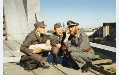 Körmy (Heikki Kinnunen), Nappula (Tom Pöysti) ja Kuortti (Vesa Vierikko).
