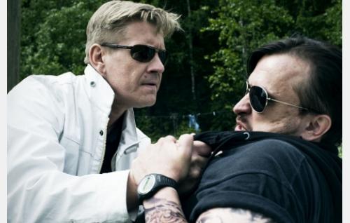 Santtu (Santeri Kinnunen) kovistelee Jereä (Kristo Salminen). Kuva: Solar Films Inc. Oy / Jan Granström.