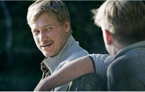 Veljekset Sami (Samuli Edelmann) ja Santtu (Santeri Kinnunen) . Kuva: Solar Films Inc. Oy / Jan Granström.