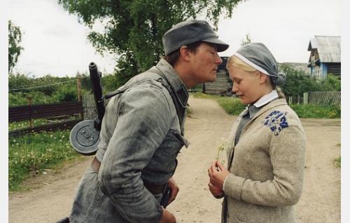 Ruth (Hanna Lekander) ja Ville (Kari Hietalahti).