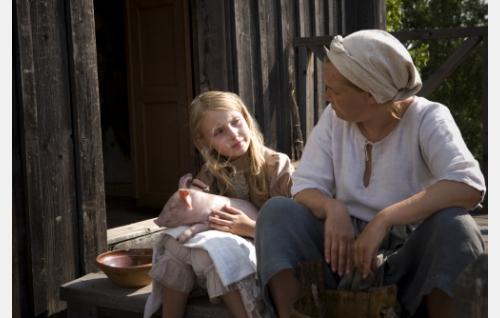 Iris (Agnes Koskinen) ja Jolanda (Marika Parkkomäki). Kuva: Stefan Bremer.