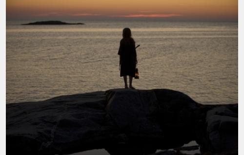 Iris (Agnes Koskinen) Lökskärissä. Kuva: Stefan Bremer.