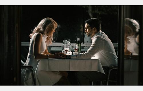 Annika Kontio (Rebecca Viitala) ja Jesus Maria Lobo (Ilkkka Villi). Kuva: Solar Films Inc. Oy.