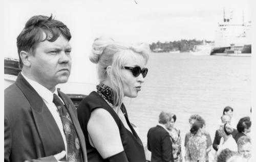 Arvid Mattson (Juha Muje) ja Kaarina Roivas (Katariina Kaitue).