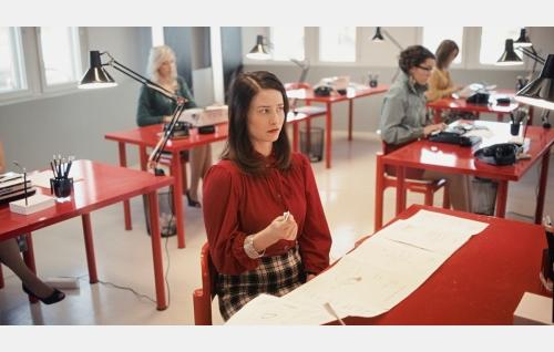 Pr-koordinaattori Mirccu (Malla Malmivaara). Kuva: Anton Sucksdorff / Juonifilmi Oy.