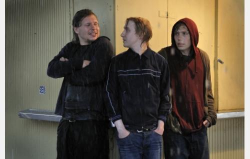 Henninen (Eero Milonoff), Lihi (Ylermi Rajamaa) ja Marsalkka (Jussi Nikkilä). Kuva: Jolle Onnismaa.