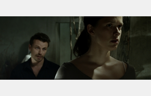 Elias (Peter Franzén) ja Julia (Krista Kosonen). Kuva: Jolle Onnismaa.