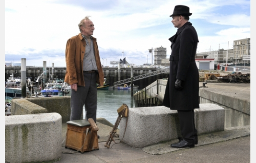 Marcel Marx (André Wilms) ja komisario Monet (Jean-Pierre Darroussin). Kuva: Marja-Leena Hukkanen. © Sputnik Oy.