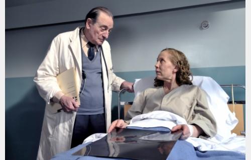 Tohtori Becker (Pierre Étaix) ja Arletty (Kati Outinen). Kuva: Marja-Leena Hukkanen. © Sputnik Oy.