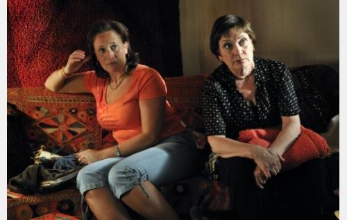 Tuula (Wanda Dubiel) ja Rakel (Rea Mauranen). Kuva: Jolle Onnismaa.