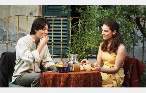 Leo (Leo Vertunni) ja Cabella (Gwendolyn Anslow). Kuva: Harmaa Media Oy.