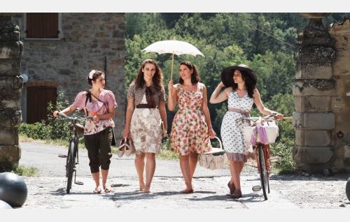 Sophia (Elisa Cartocci), Cabella (Gwendolyn Anslow), Maria (Joana Cartocci), Giulia (Isadora Cartocci). Kuva: Harmaa Media Oy.