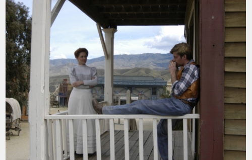 Hanna (Birthe Wingren) ja hänen miehensä Ed Ness (Andreas Wilson) Coloradossa.
